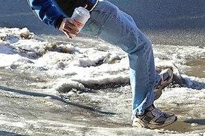 wipeout_on_an_icy_sidewalk-2.jpg